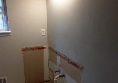 Hall bathroom vanity & light_before
