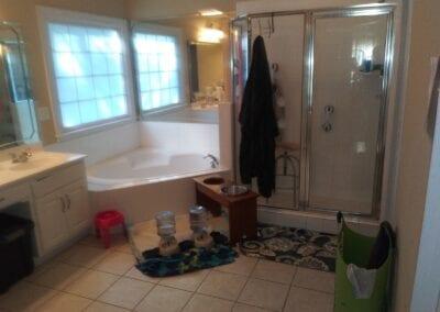 Loganville Master Tub & Shower - Before